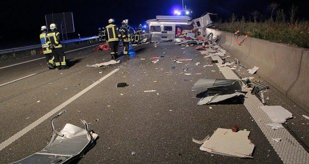 Unfall A8 Leipheim-Guenzburg Wohnwagengespann 29072018 11