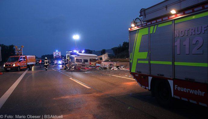 Unfall A8 Leipheim-Guenzburg Wohnwagengespann 29072018 3