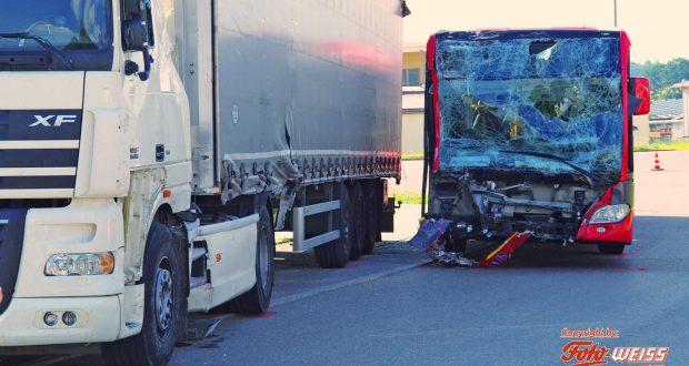 Ziemetshausen Unfall Bus Lkw 24072018 2