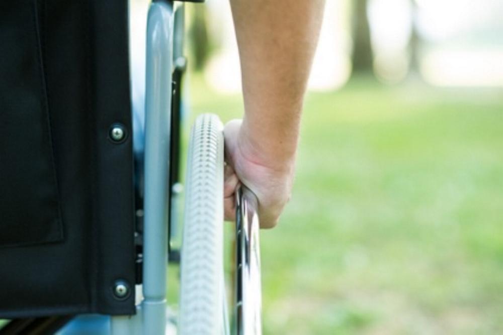 Rollstuhl Minerva Studio - Fotolia