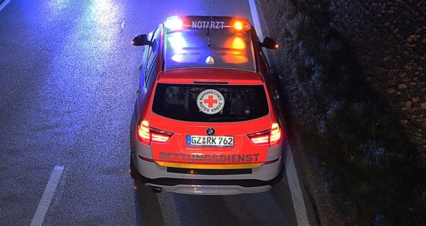 Notarztfahrzeug Nacht BRK