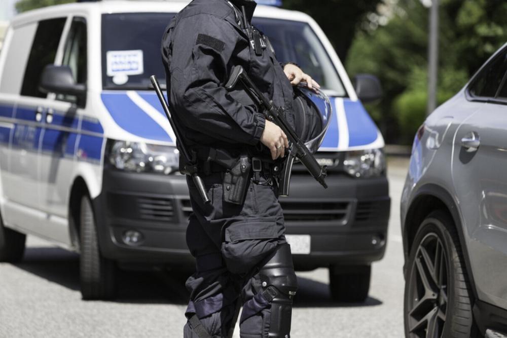 Polizeikontrolle Maschinengewehr