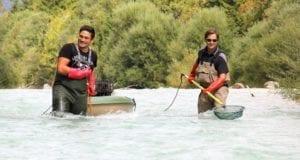 Zwei Männer beim Elektrofischen foto_nicole_kalinowski