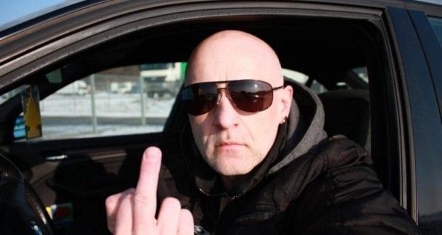 Autofahrer Stinkefinger Mittelfinger