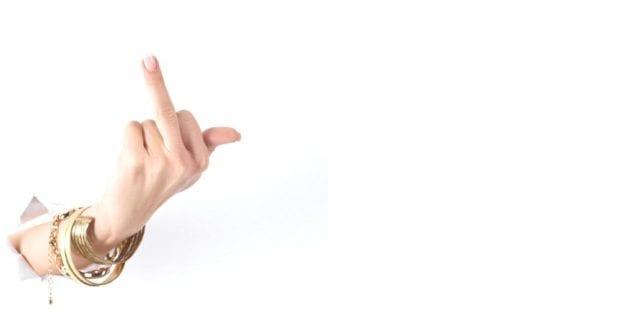 Mittelfinger Frau