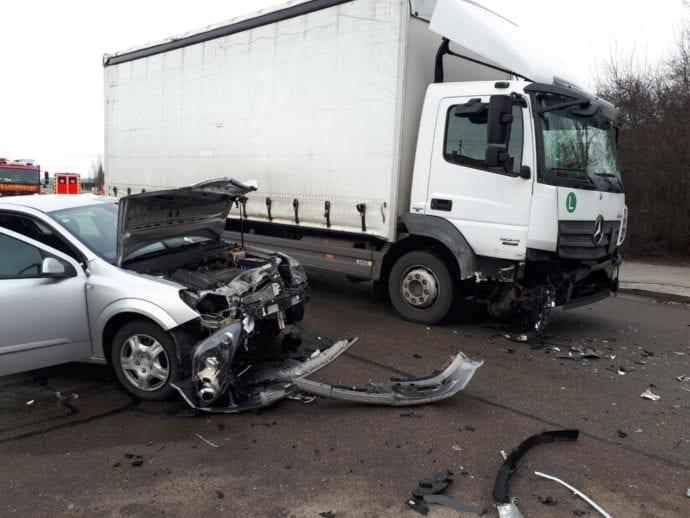 Rettenbach Unfall Pkw Lkw 30012019 2