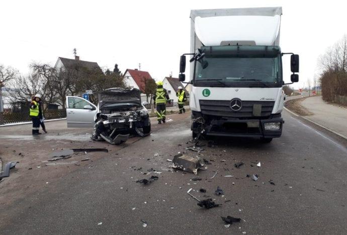 Rettenbach Unfall Pkw Lkw 30012019 3