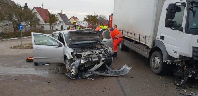 Rettenbach Unfall Pkw Lkw 30012019 5