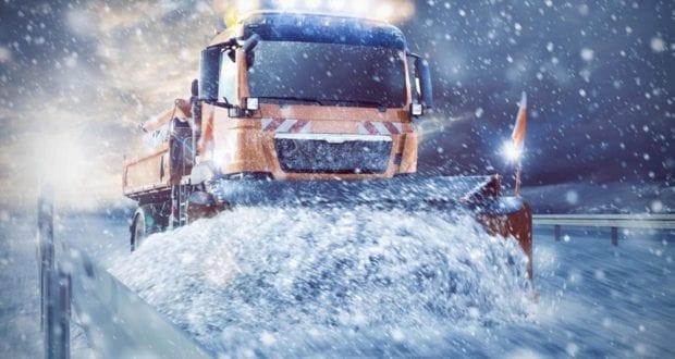 Schneepflug Schneeraümfahrzeug