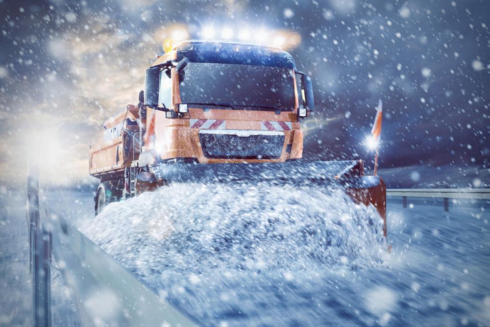 Schneepflug Schneeraumfahrzeug