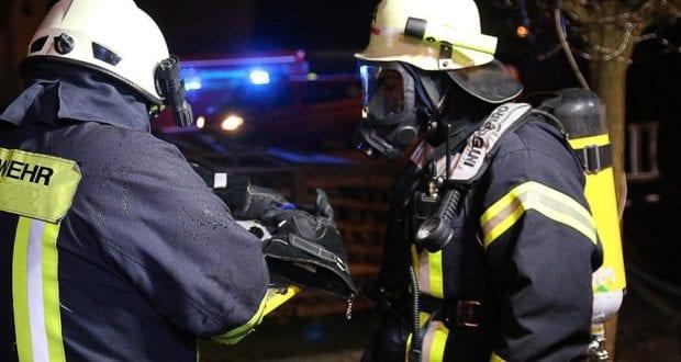 Atemschutzgeräteträger in der Nacht