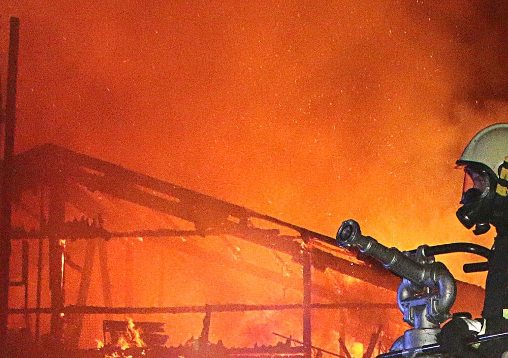 Drehleiter Brand Flammen