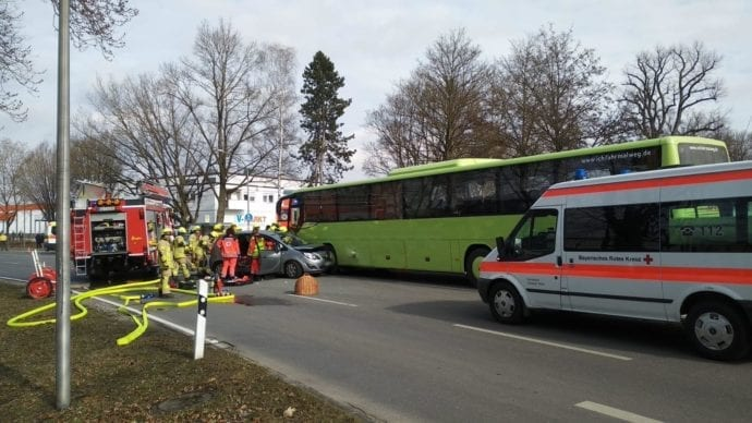 Ichenhausen Unfall Schulbus Pkw 20022019 11