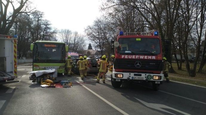 Ichenhausen Unfall Schulbus Pkw 20022019 14