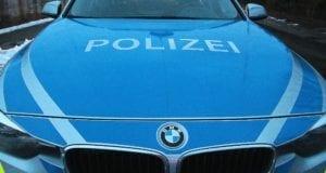 Polizeifahrzeug Winter Dämmerung