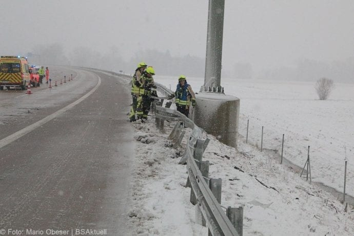 Unfall A8 Günzburg-Burgau Hund entlaufen 03022019 1