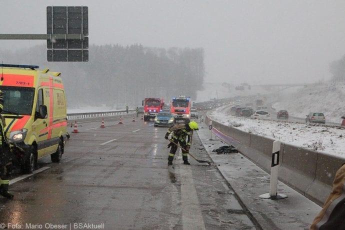 Unfall A8 Günzburg-Burgau Hund entlaufen 03022019 12