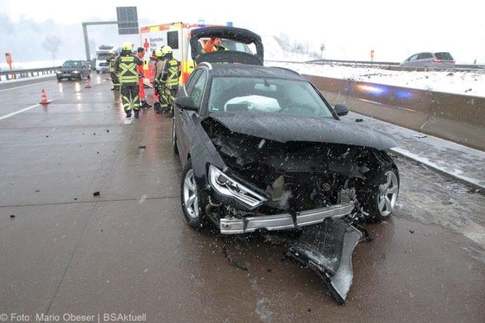 Unfall A8 Günzburg-Burgau Hund entlaufen 03022019 15