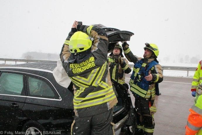 Unfall A8 Günzburg-Burgau Hund entlaufen 03022019 17