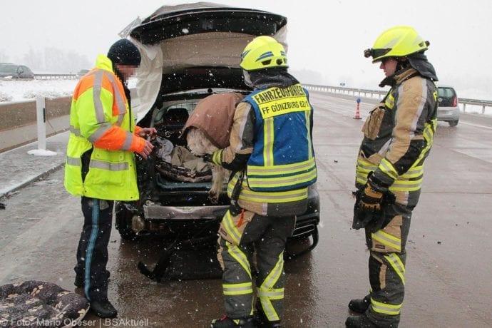 Unfall A8 Günzburg-Burgau Hund entlaufen 03022019 18
