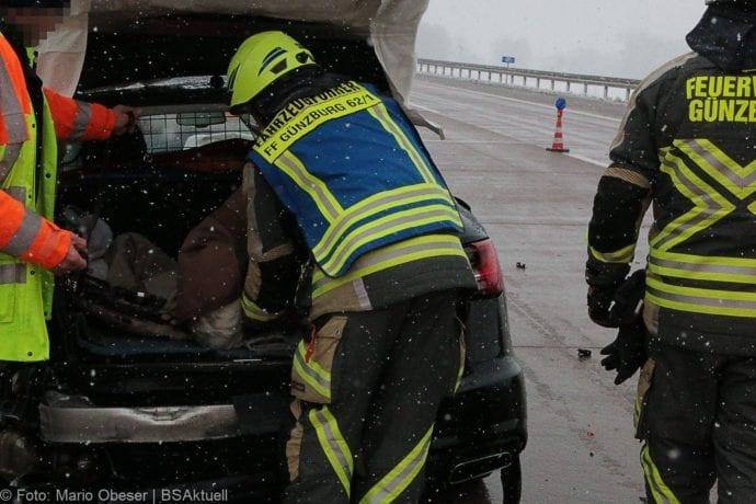 Unfall A8 Günzburg-Burgau Hund entlaufen 03022019 19