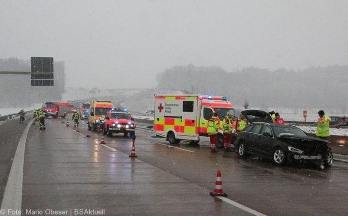 Unfall A8 Günzburg-Burgau Hund entlaufen 03022019 2