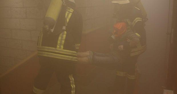 Rettung einer Person unter Atemschutz
