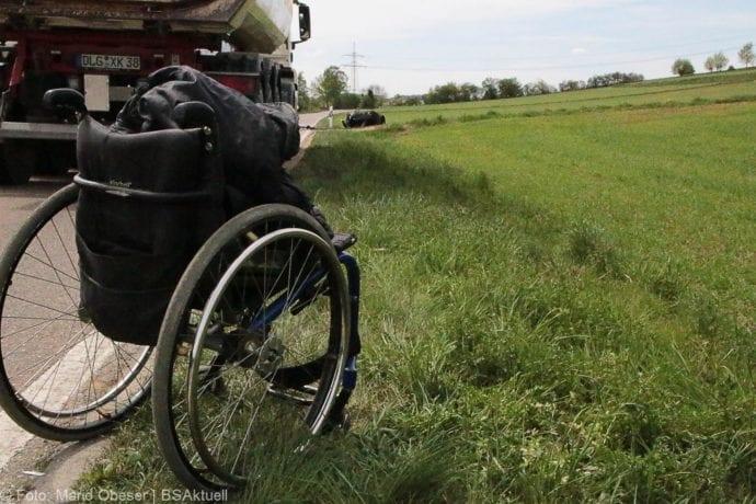 Brand Motorrad mit Beiwagen Rollstuhlfahrer 24042019 10