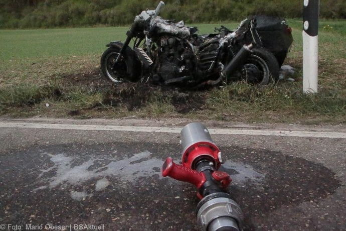 Brand Motorrad mit Beiwagen Rollstuhlfahrer 24042019 2