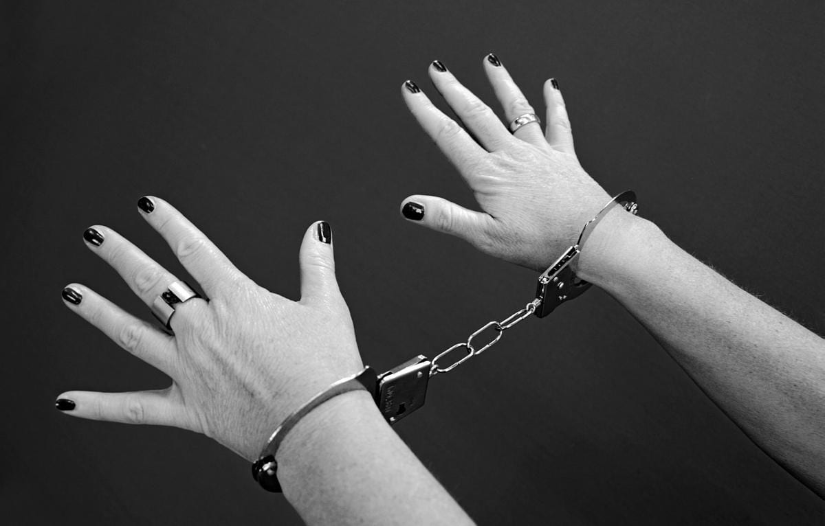 Handschellen Frau
