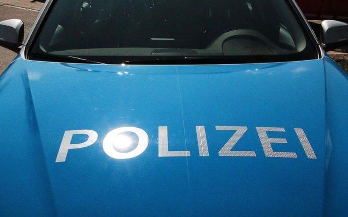 Polizeifahrzeug Schriftzug Polizei Front