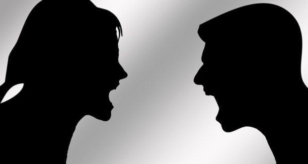 Frau und Mann streiten