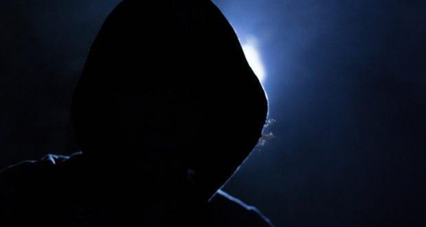 Täter Dunkel Mütze Nacht