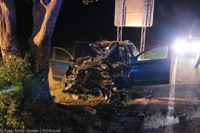 Pkw prallte am 29.04.2019 bei Unterfahlheim, auf der St2509, gegen einen Baum.