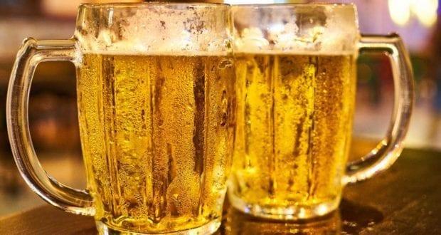 Zwei Bier Gläser