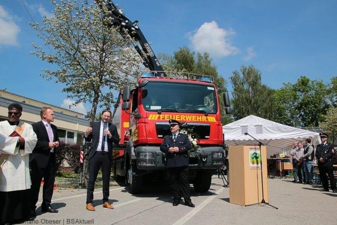 Fahrzeugweihe des Versorgungsfahrzeuges der Feuerwehr Offingen am 26.05.2019