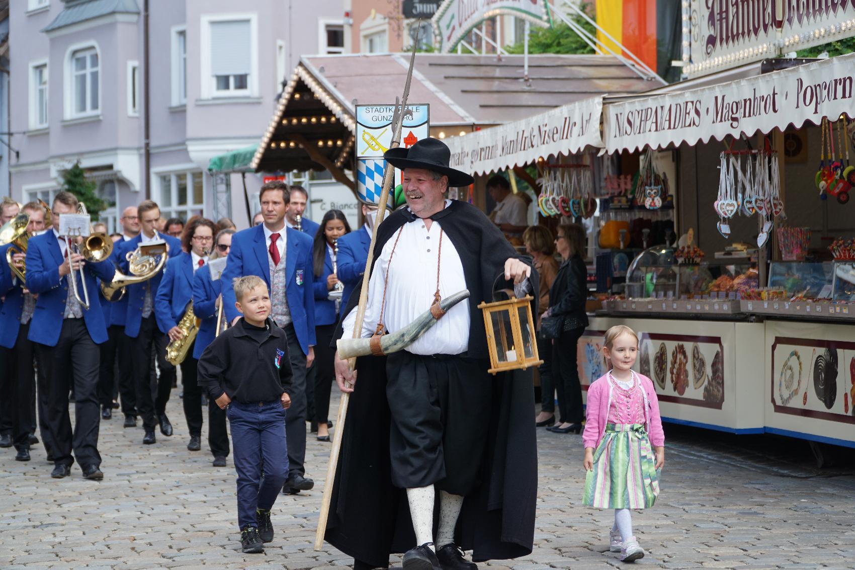Festumzug_Nachtwächter_Stadtkapelle