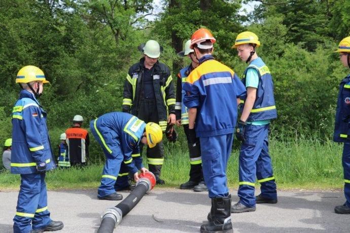 Jugend übt gemeinsam – Feuerwehr-THW Günzburg Reisensburg 2