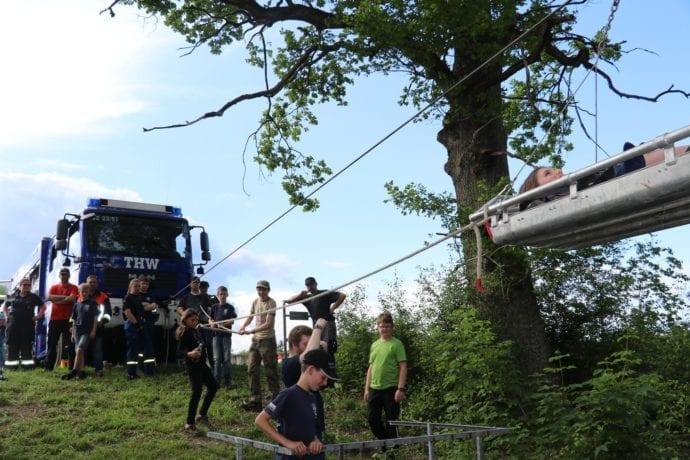 Jugend übt gemeinsam – Feuerwehr-THW Günzburg Reisensburg 3
