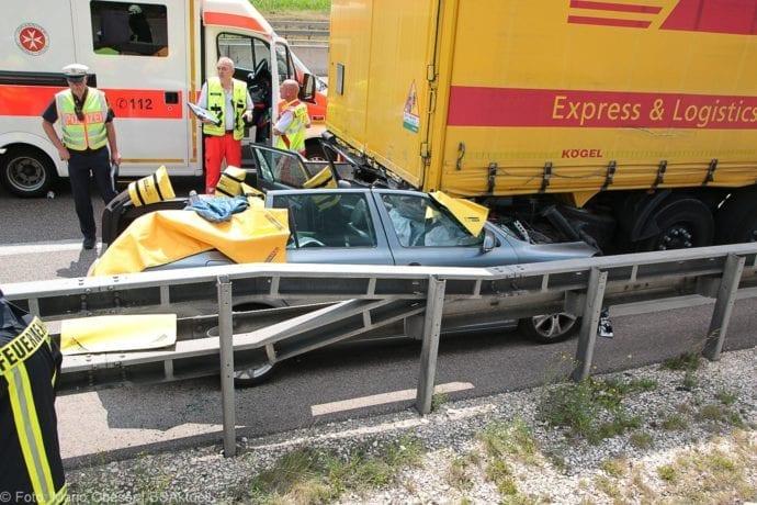 Auffahrunfall A8 Pkw-Sattelzug Kurz vor Kreuz Elchingen 18072019 11