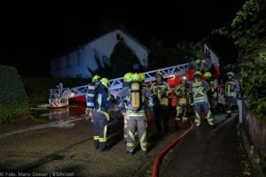 Günzburg Dachstuhlbrand nach Blizschlag Mozartring 07072019 2