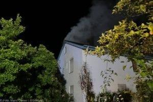 Günzburg Dachstuhlbrand nach Blizschlag Mozartring 07072019 23