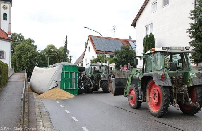 Landwirtschaftlicher Anhänger umgekippt 05072019 4