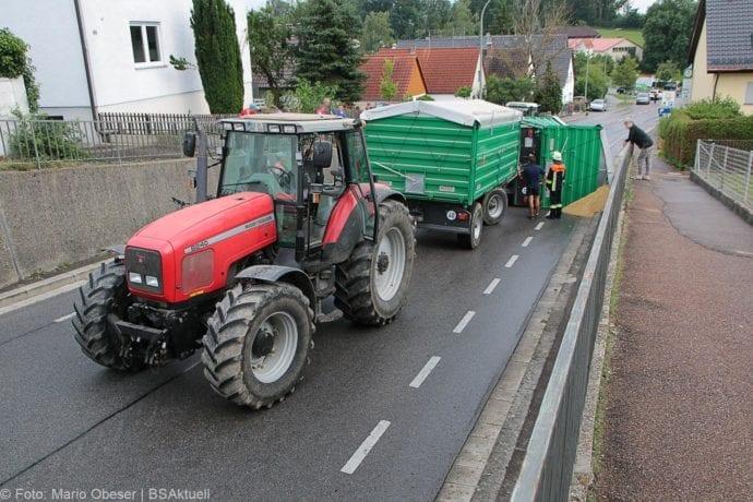 Landwirtschaftlicher Anhänger umgekippt 05072019 6