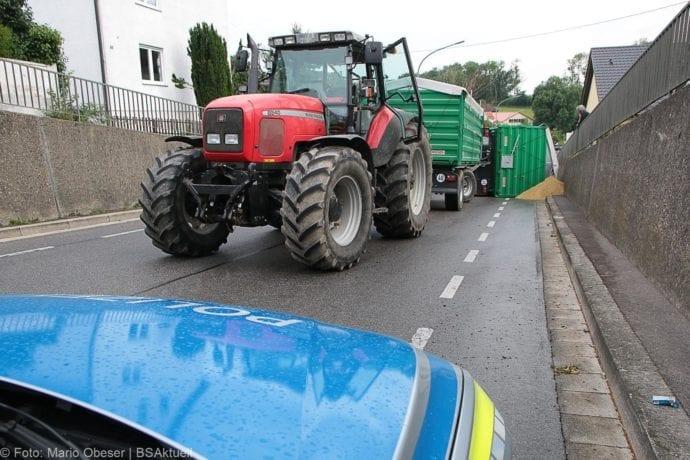Landwirtschaftlicher Anhänger umgekippt 05072019 7