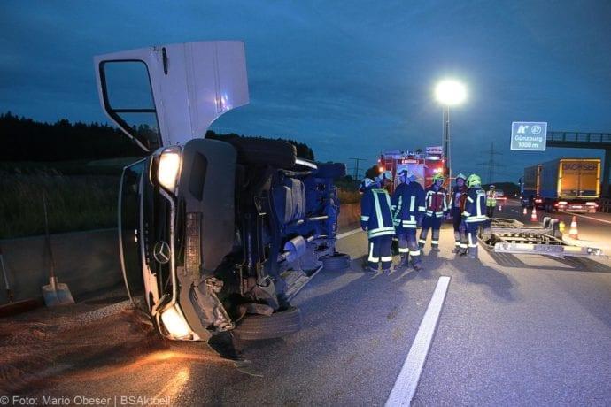 Unfall A8 Günzburg Transporter-Gespann 11072019 1