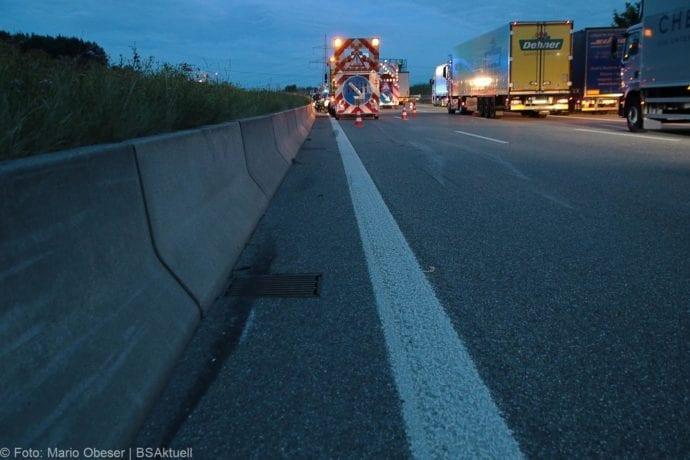 Unfall A8 Günzburg Transporter-Gespann 11072019 10
