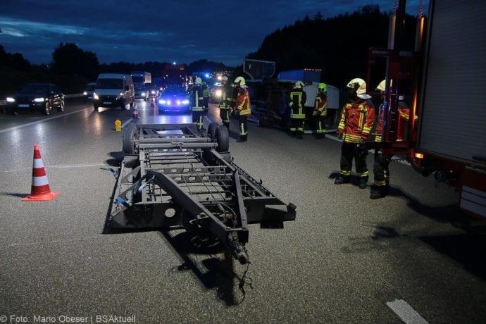 Unfall A8 Günzburg Transporter-Gespann 11072019 5