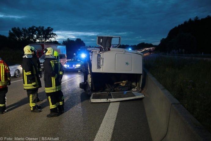 Unfall A8 Günzburg Transporter-Gespann 11072019 6