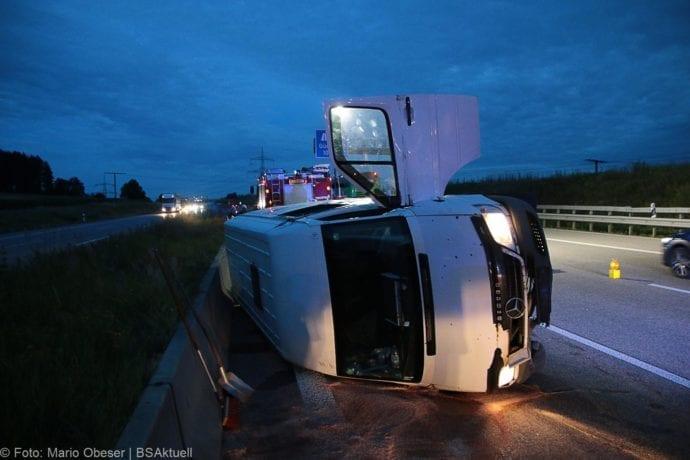 Unfall A8 Günzburg Transporter-Gespann 11072019 7